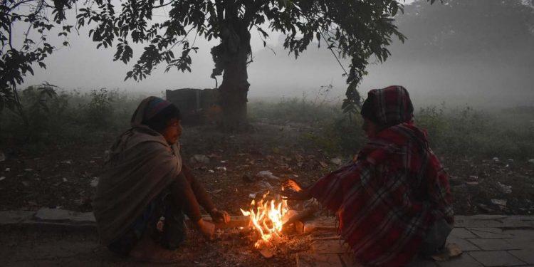 সারাদেশে প্রতিনিয়ত কমেই চলছে তাপমাত্রা