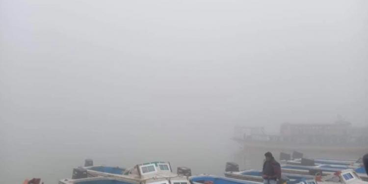 ঘন কুয়াশায় বাংলাবাজার-শিমুলিয়ায় সকল নৌযান বন্ধ