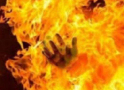 কালিয়াকৈরে কলোনিতে আগুন, নারীসহ ৪ জনের মৃত্যু - দৈনিক এইদিন