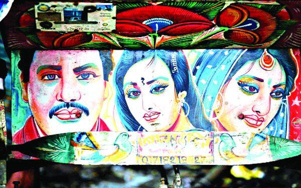 রিকশার কদর না কমলেও বিলুপ্তির পথে রিকশা পেইন্টিং