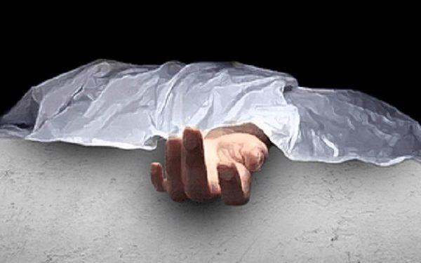 নামাজ পড়ে বাসায় ফেরার পথে দেয়াল ধসে ২ জনের মৃত্যু