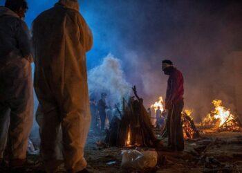 মৃত্যুপুরী ভারত: করোনায় মৃত্যু ও শনাক্তের নতুন রেকর্ড