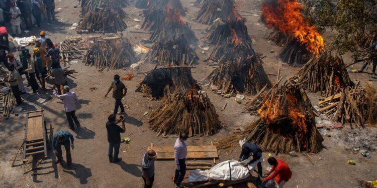 মৃত্যুপুরী ভারত: একদিনে করোনায় আরও সাড়ে তিন হাজার প্রাণহানি