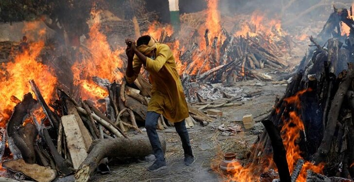 করোনায় বিপর্যস্ত ভারত, আক্রান্ত কমলেও মৃত্যু বেড়েছে